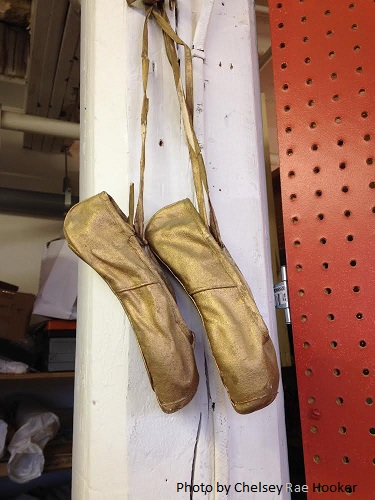 studiotourHeidiBerger-gold-slippers-bychelseyraehooker